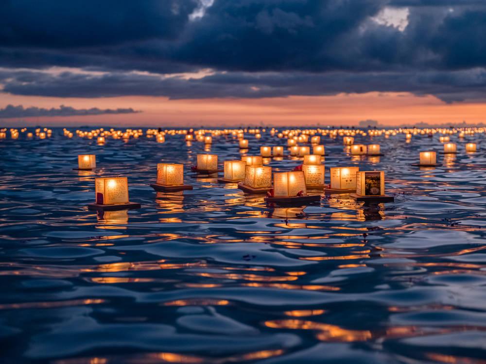 floating-lanterns-hawaii.jpg
