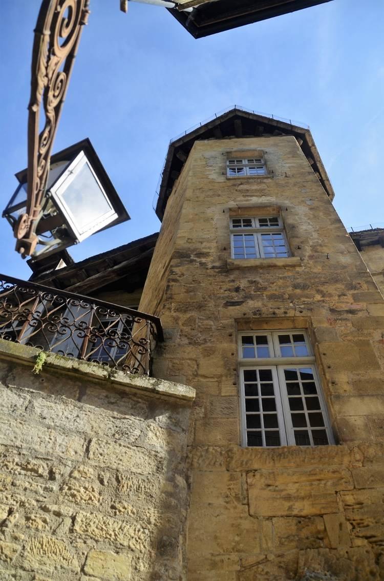 Sarlat - Manoir de Gisson (6) (927x1400).jpg