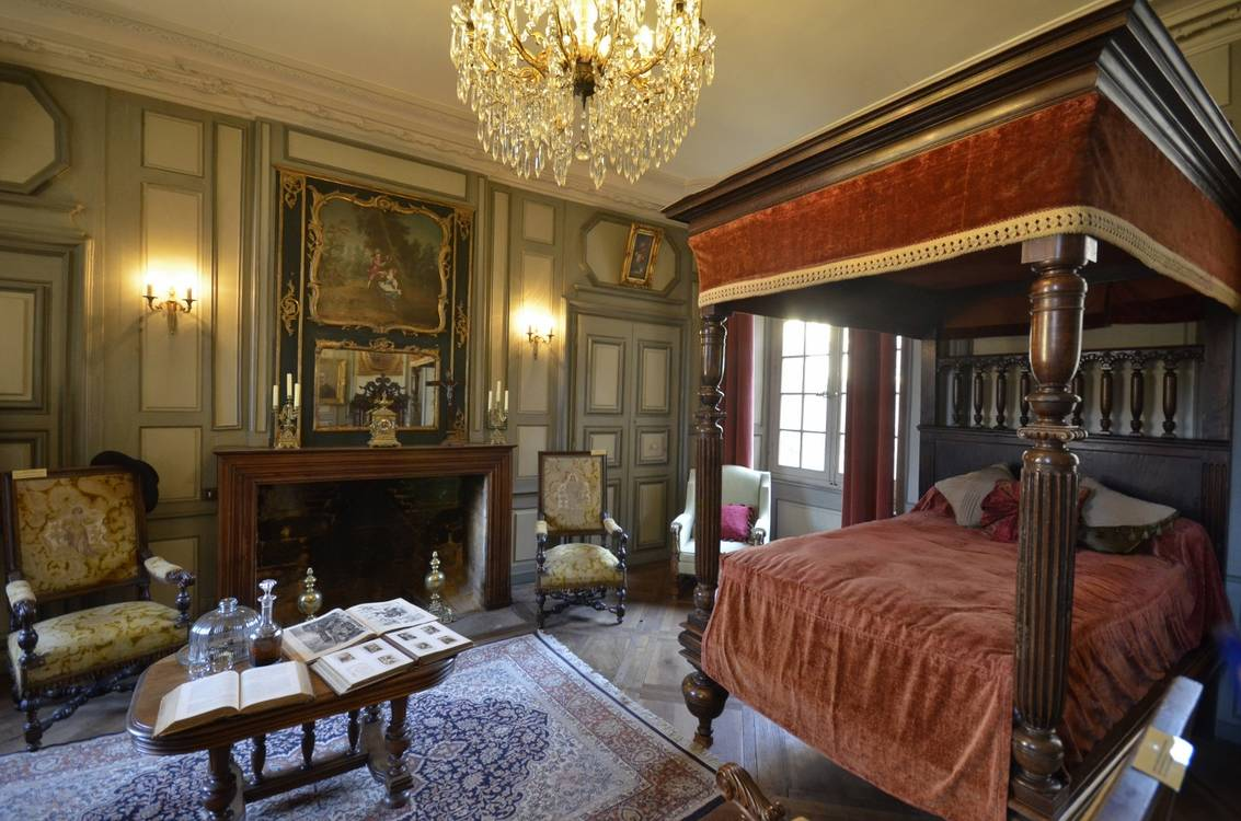 Sarlat - inside Manoir de Gisson (1400x927).jpg