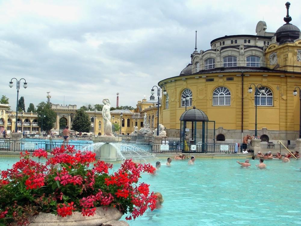 budapest-spa-646062_1920.jpg